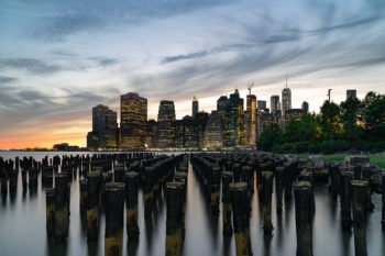 Blick auf Manhattan vom Brooklyn Bridge Park (Ungefähr auf Höhe der Squibb Park Bridge)