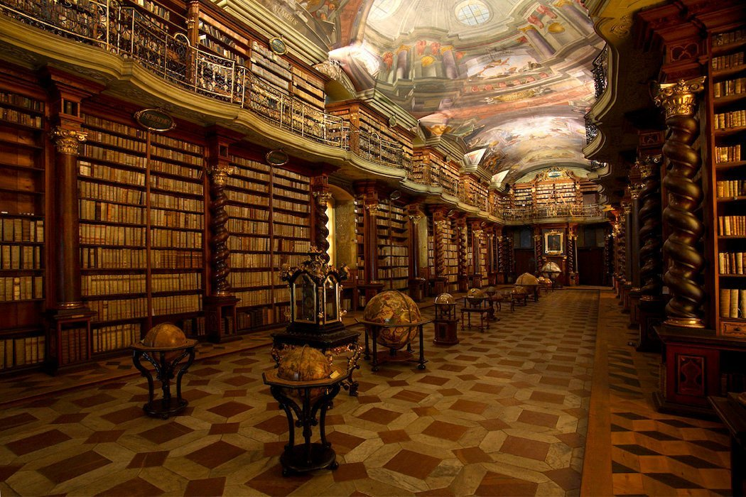 Bibliothek mit Gewölbedecke