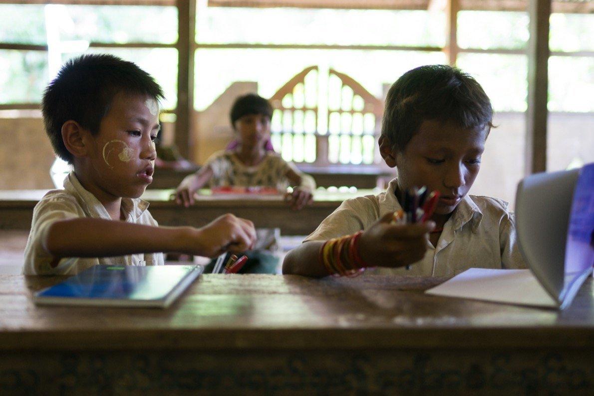 Kinder im Chin Dorf