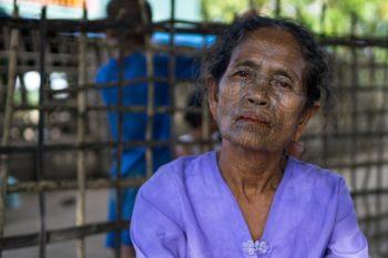 Gesichtstattoo Frauen Chin Village