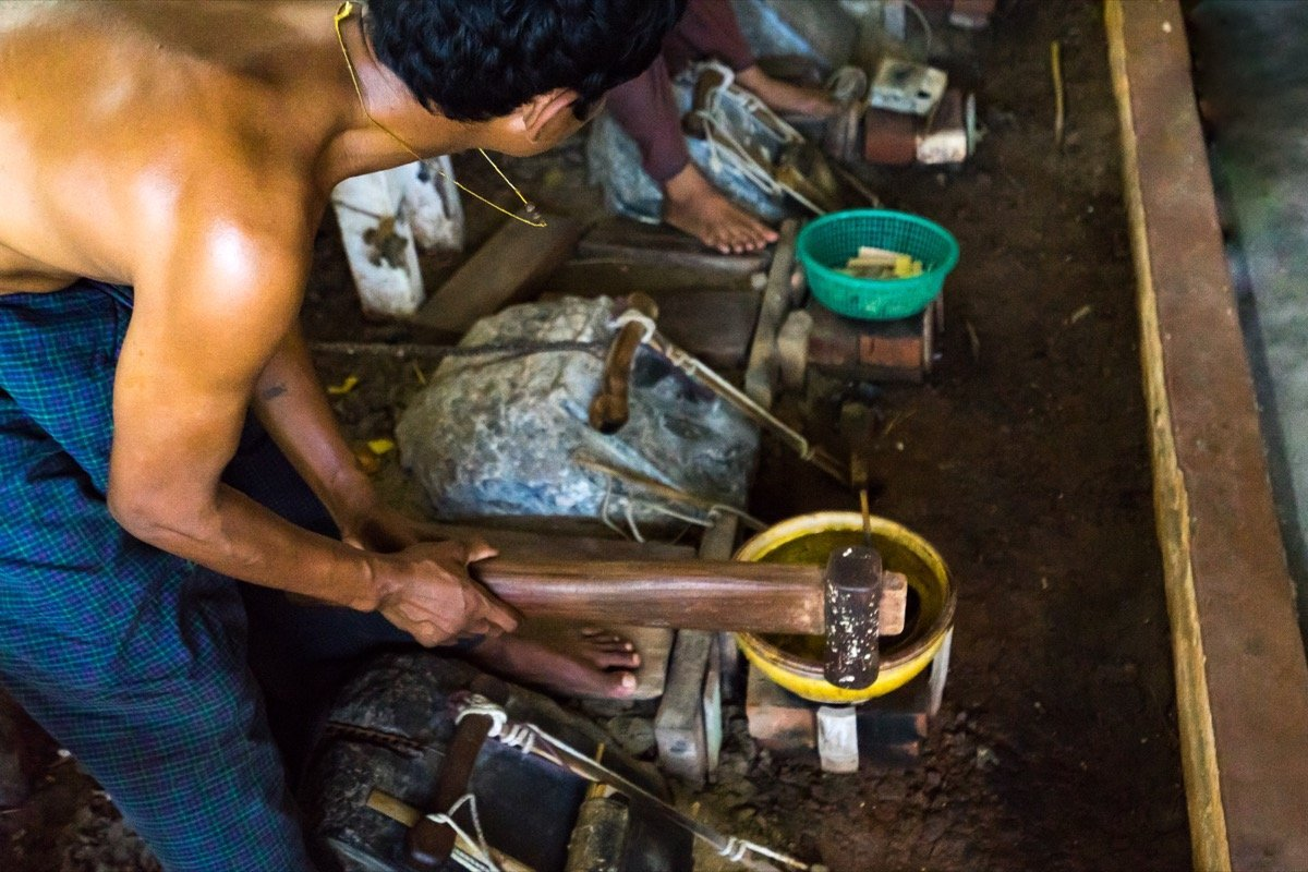 Blattgoldschläger in Mandalay