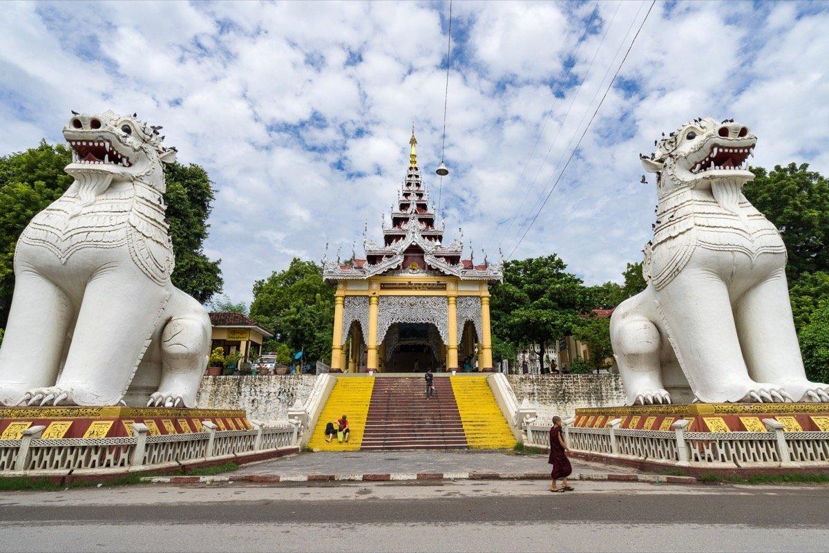 Der Eingang zum Mandalay Hill