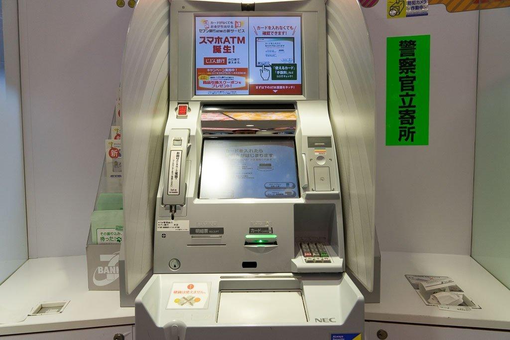 Reisekreditkarte - Bankautomat in Japan