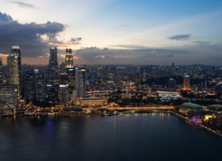 Aussicht auf die Skyline Singapurs vom Marina Bay Sands