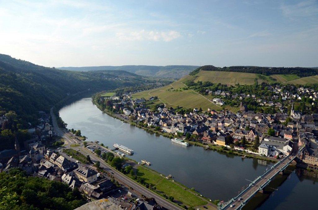 Aussicht auf Traben-Trarbach von der Grevenburg.