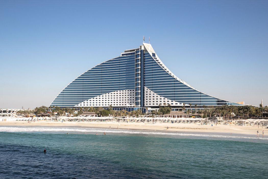 Jumeirah Beach Hotel und Strand