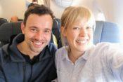 Wir im Cathay Pacific Flieger vor Abflug