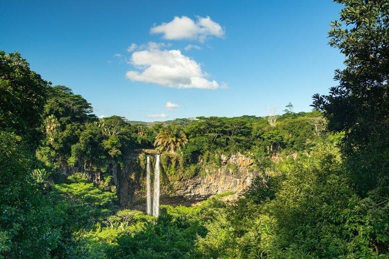 Wasserfall ohne Graufilter fotografiert.