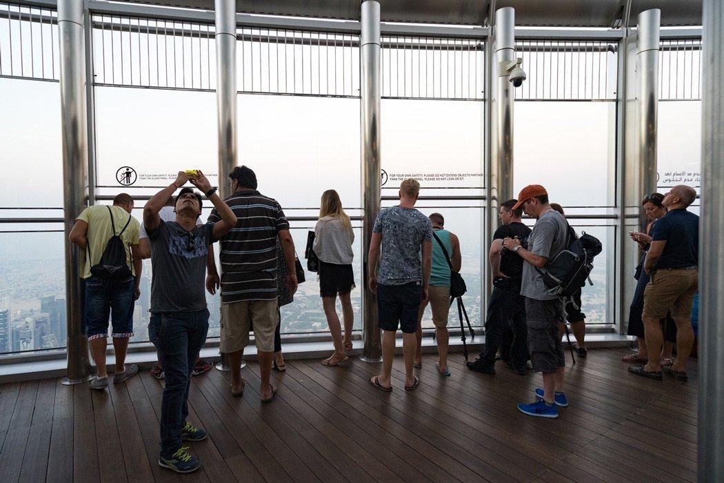 Die Aussichtsplattform des Burj Khalifas auf der 125. Etage!