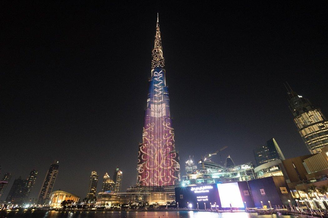 Das Burj Khalifa bei Nacht erleuchtet!