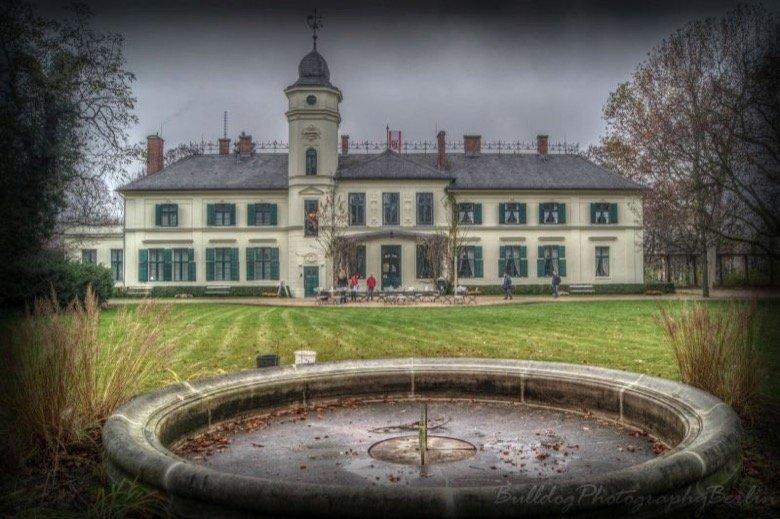 Schloss und Gutshof Britz