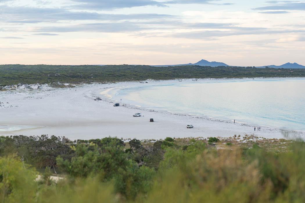 Hinter dem Strand von Bremer Bay, fängt der Nationalpark an.