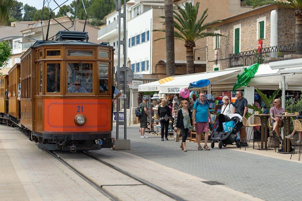 Der rote Blitz - Zugfahrt von Palma de Mallorca nach Soller