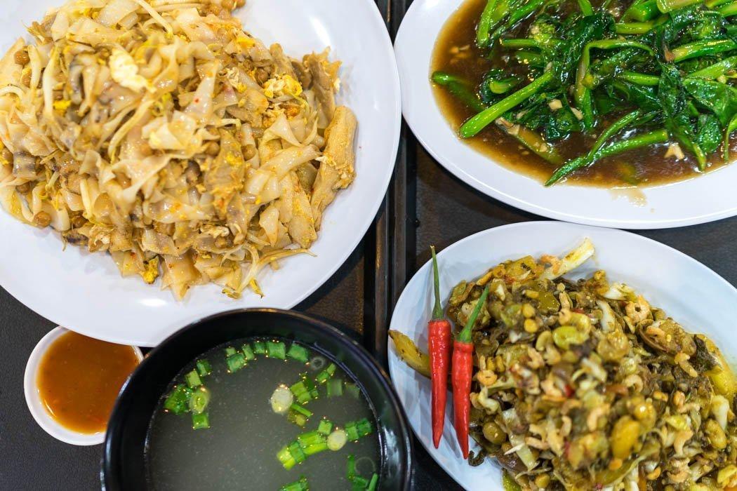 Burmesische Gerichte im SideWalk Foodcourt