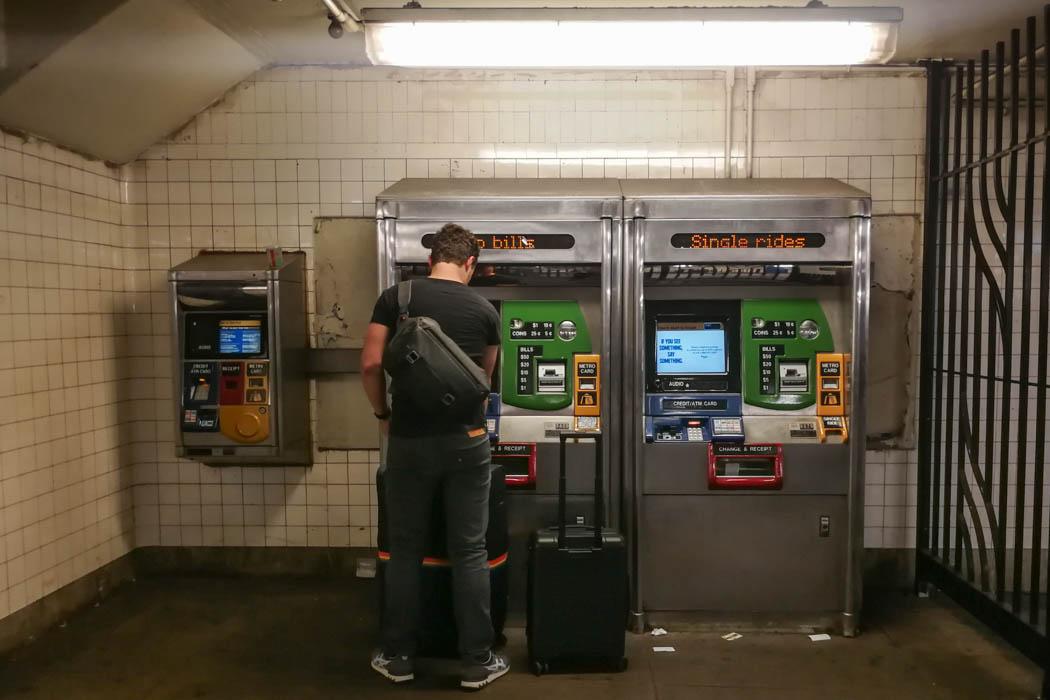 Automaten zum Kaufen oder Aufladen der MetroCard in der New Yorker U-Bahn