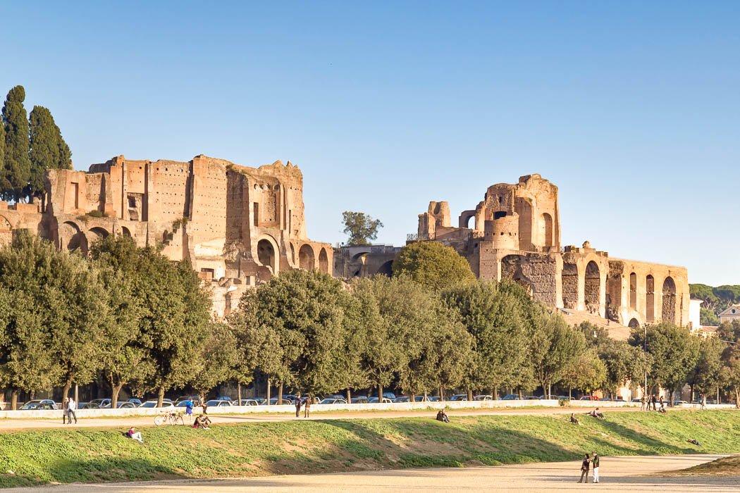Die Ruinen des Circus Maximus und der Domus Augustana auf dem Palatin Hügel in Rom