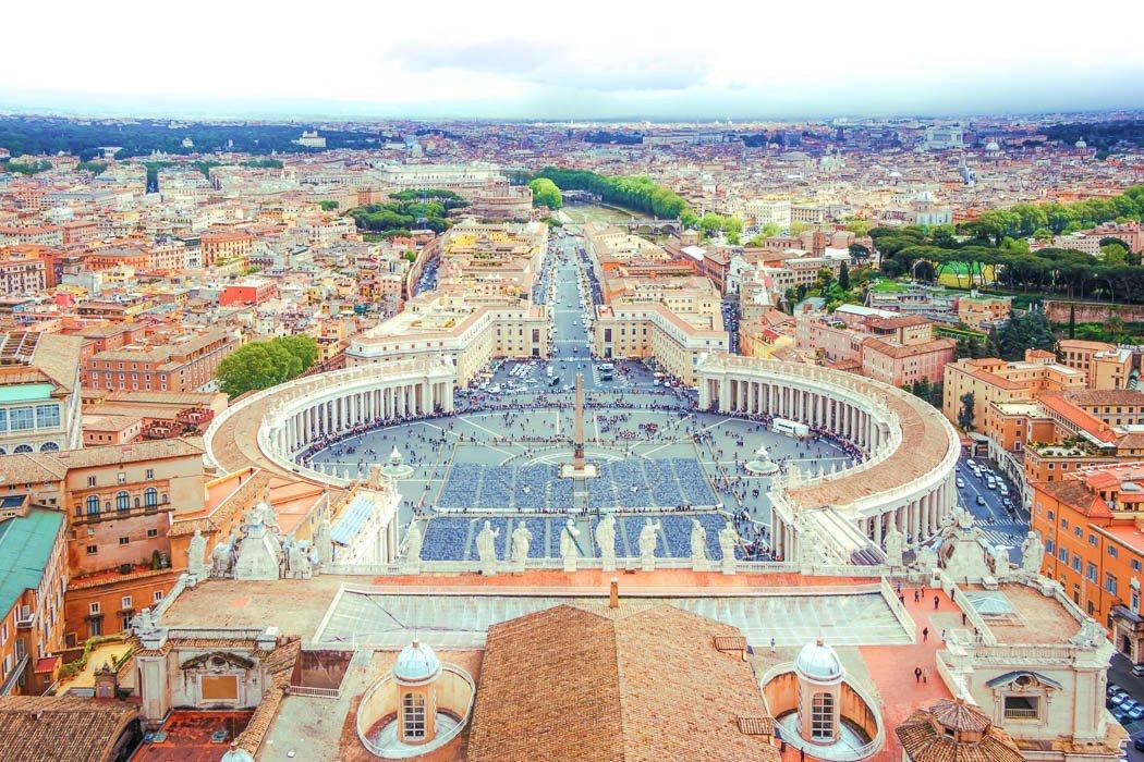 Aussicht auf den Petersplatz von der Kuppel des Petersdoms