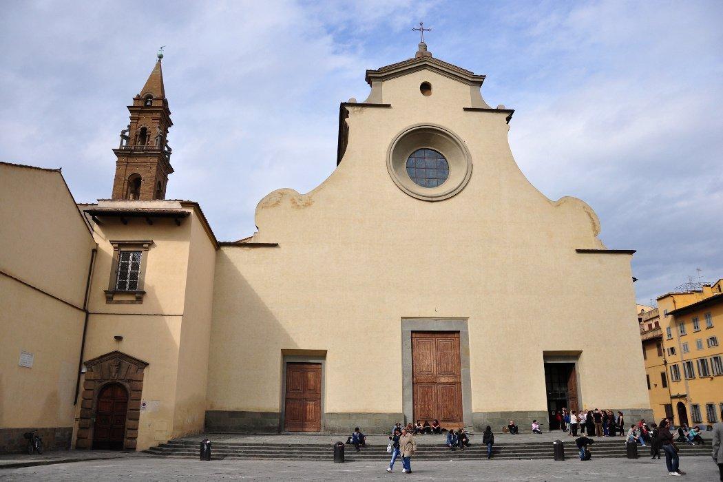 Kirche mit Treppenstufen