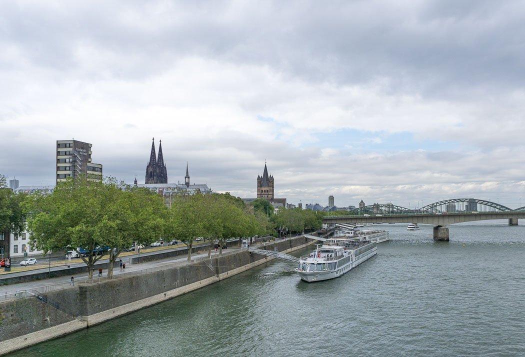 Schifffahrt auf dem Rhein in Köln