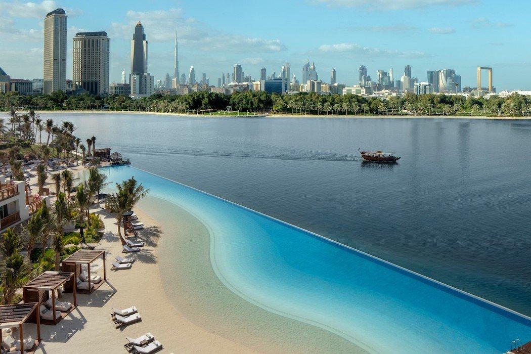 Blick vom Park Hyatt auf den Strand und die Skyline von Dubai