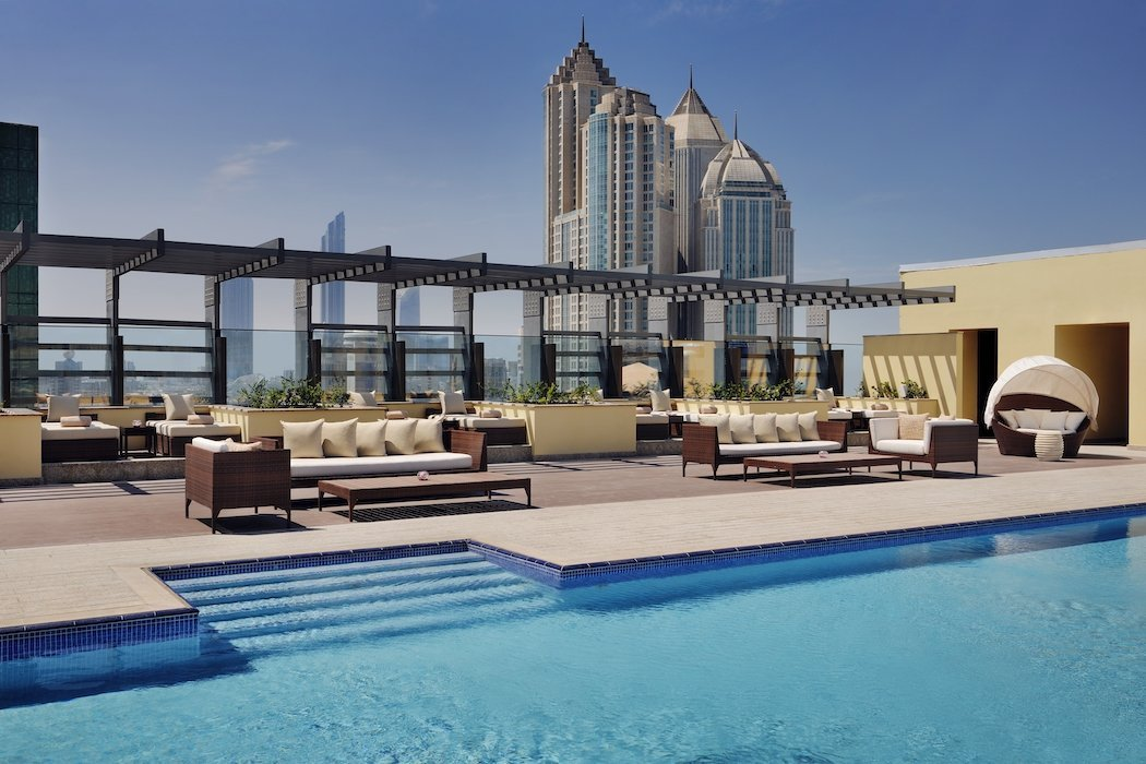 Rooftop-Pool des Southern Sun in Abu Dhabi