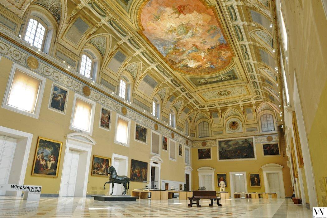 Saal des Archäologischen Museums Neapel