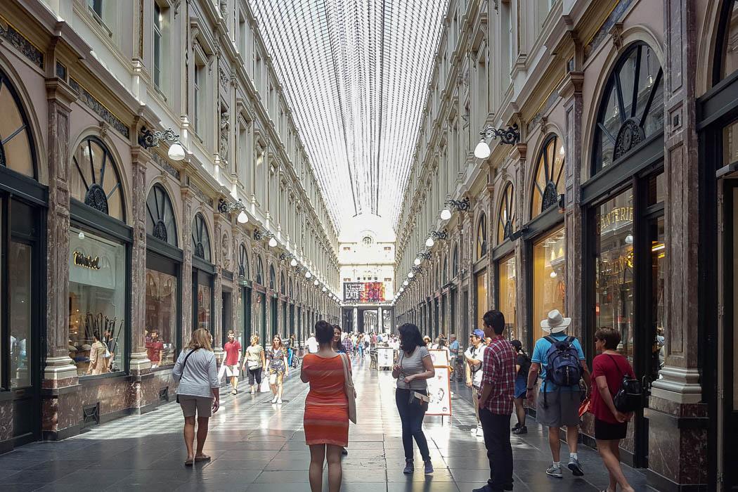 Einkaufspassage mit Glasdach