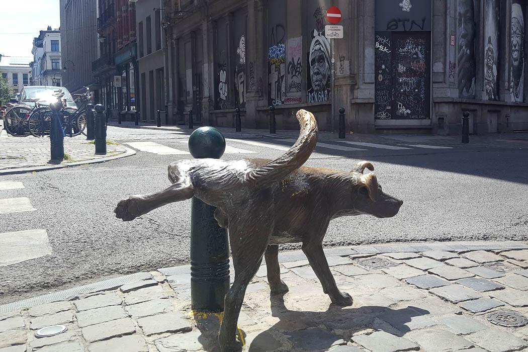 Bronzefigur eines Hundes