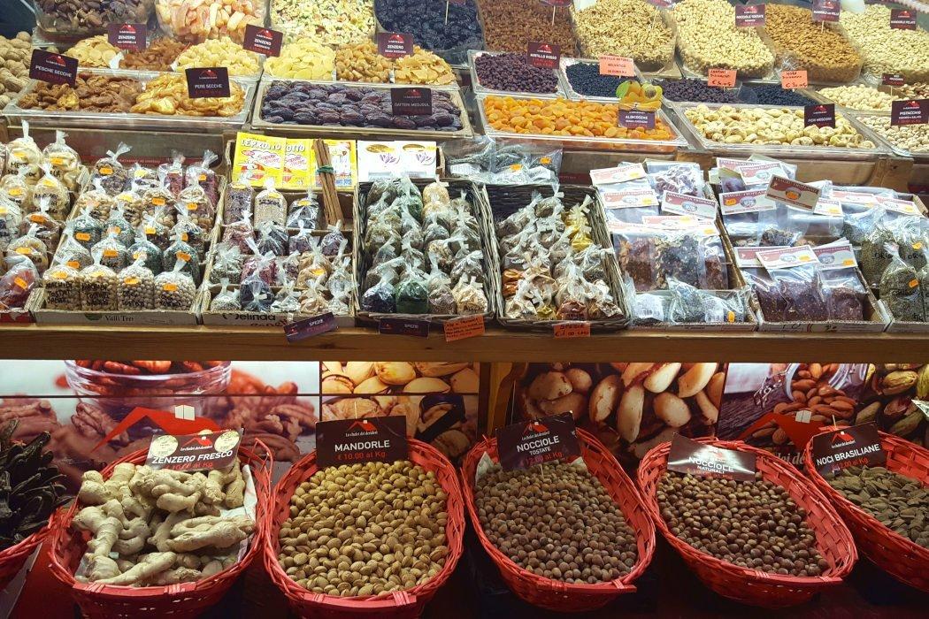 Marktstand mit Trockenobst