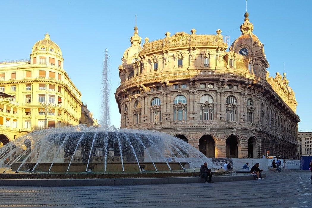Platz mit Gebäuden und Springbrunnen