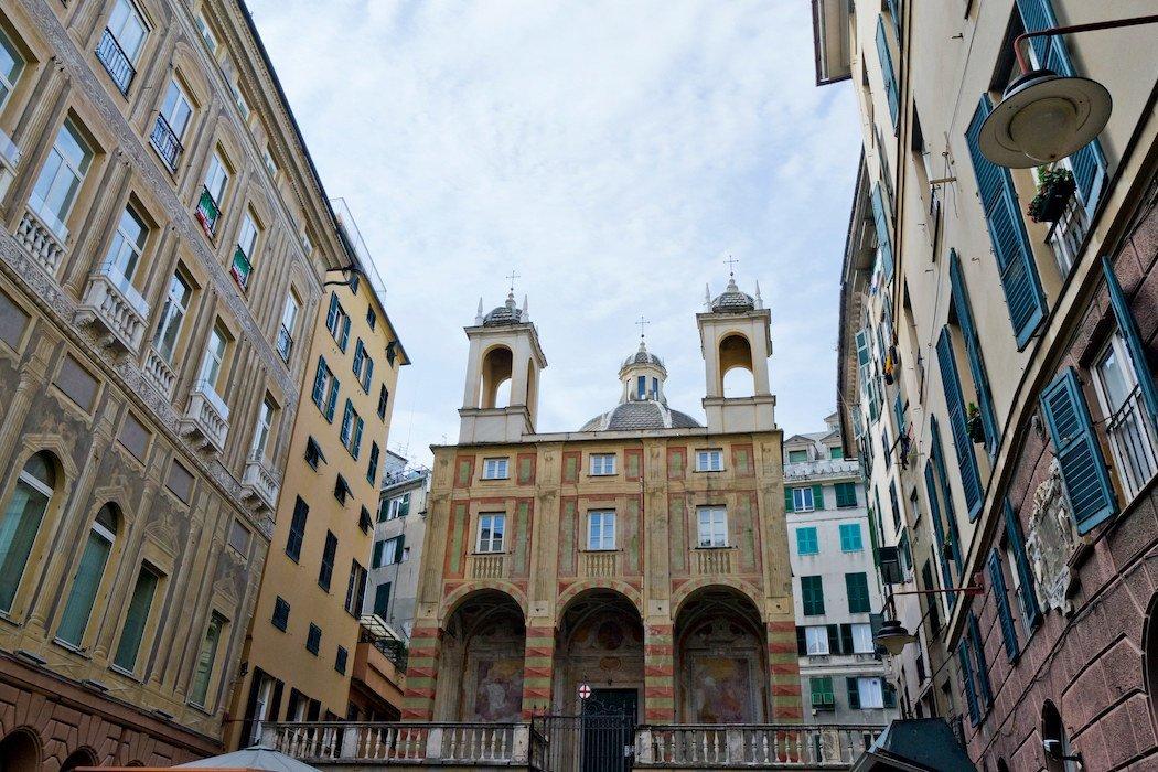 Kirche mit zwei Glockentürmen