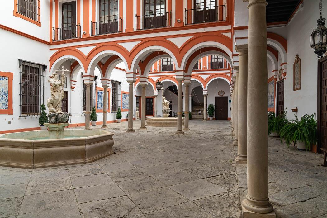 Der Innenhof des Hospital de La Santa Caridad