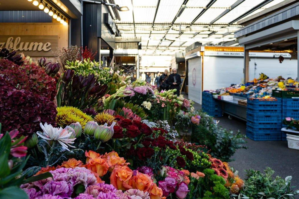 Blumenstand auf dem Carlsplatz