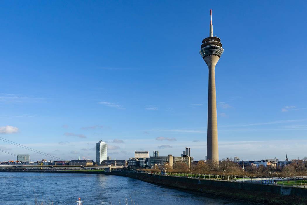 Rheinturm und das NRW Landtagsforum