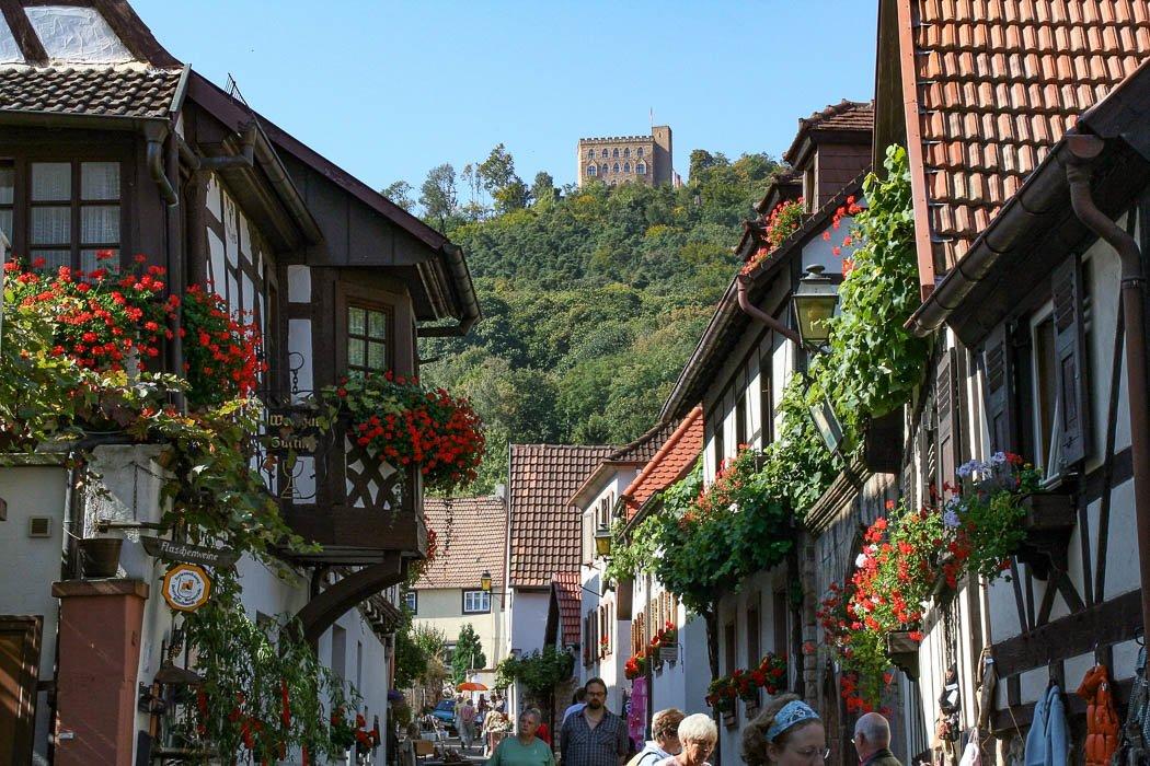 Schlossgasse im Neustadter Weindorf Hambach