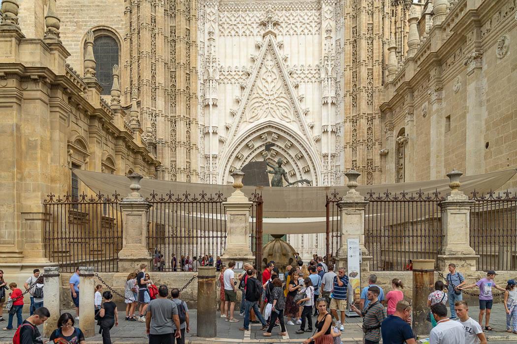 Der Haupteingang der Kathedrale