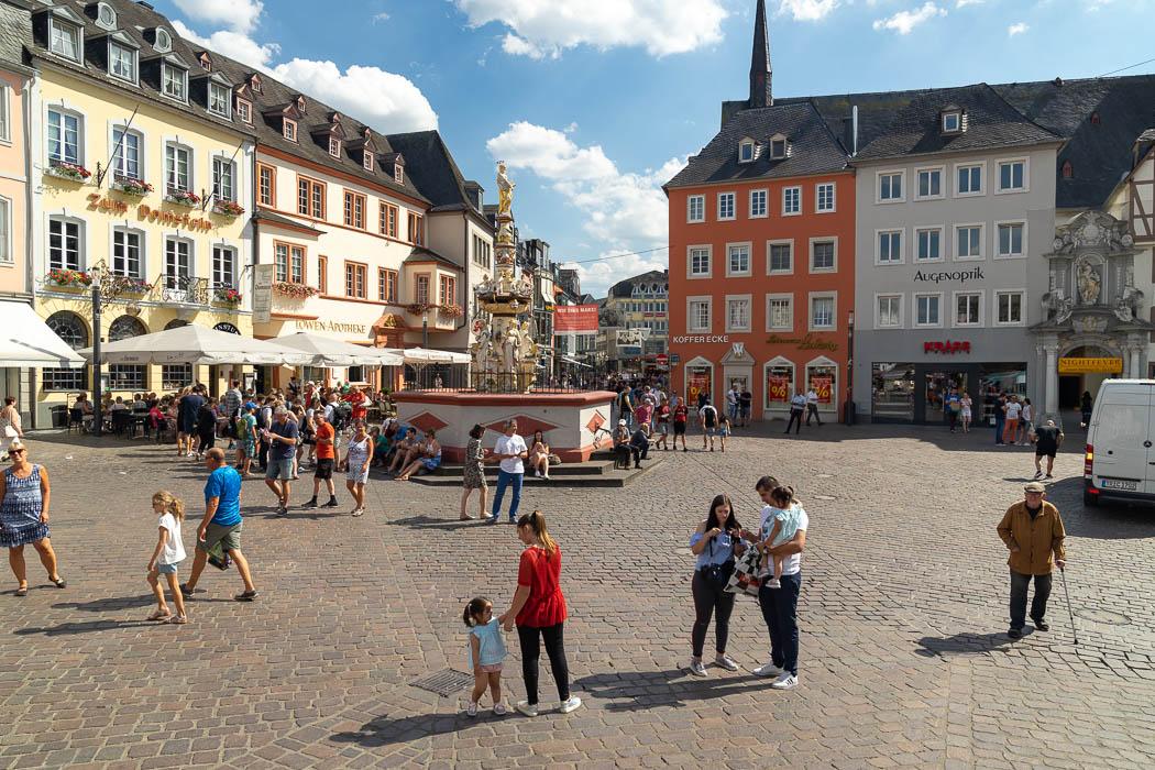 Hauptmarkt mit Petrusbrunnen