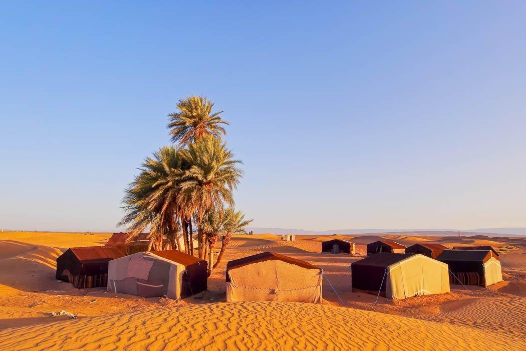Beduinen-Zeltcamp in der Erg Chegaga Wüste