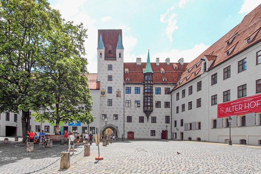 Der alte Hof in München im Sommer