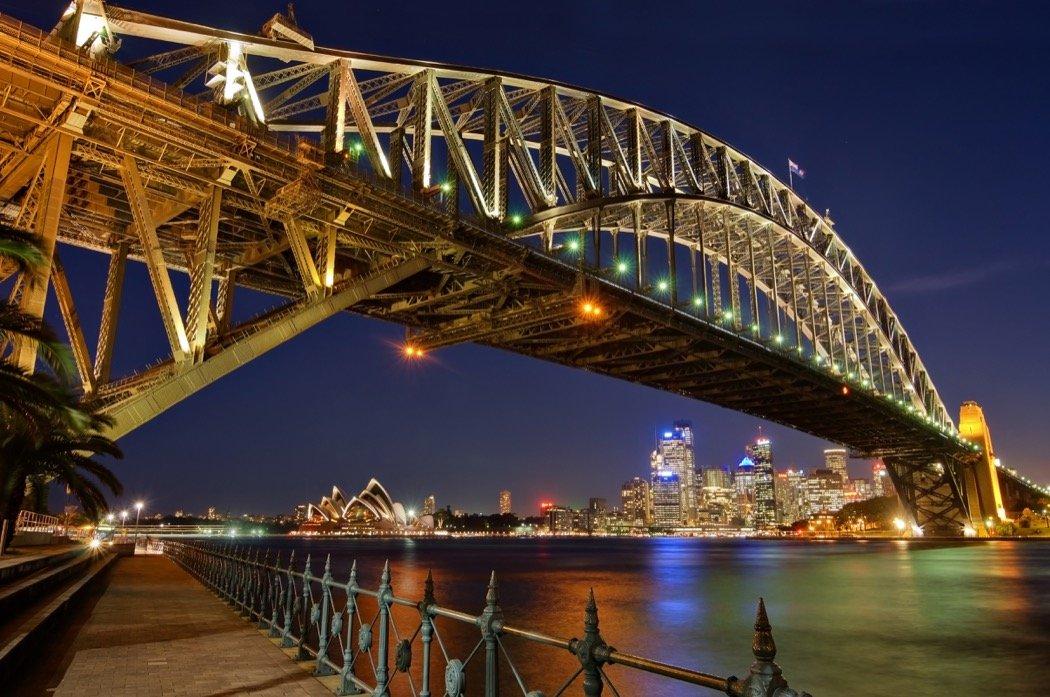 Sydney Harbour Bridge bei Nacht
