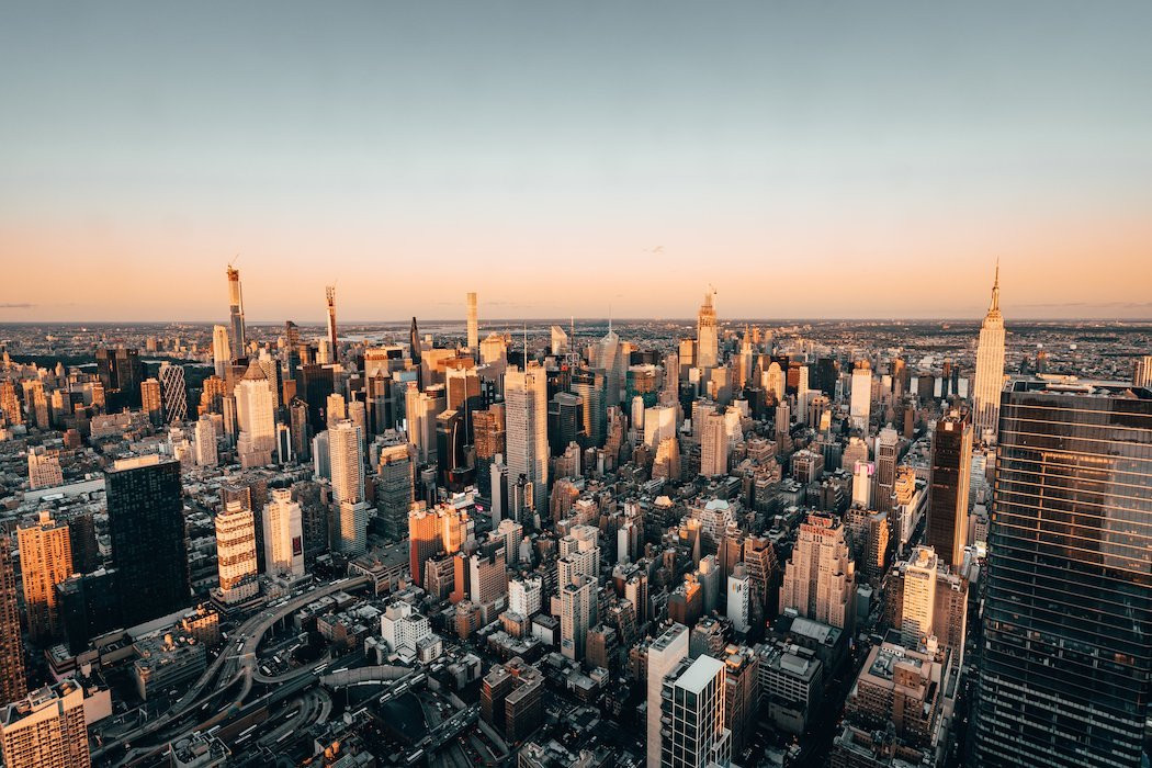 Blick auf New York bei Sonnenuntergang