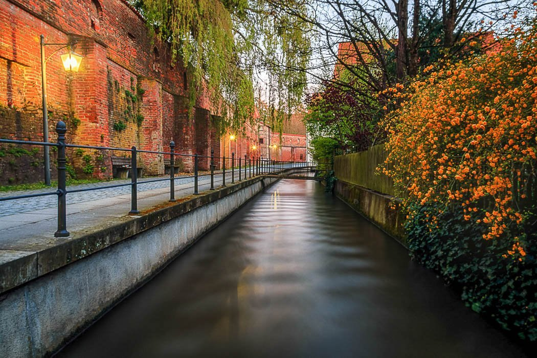 Stadtmauer und Bach