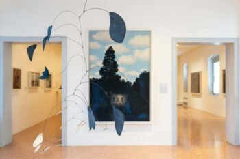 Gemälde und Skulpturen in Museum