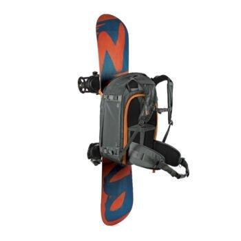 Kamerarucksack Lowepro Whistler mit Snowboard