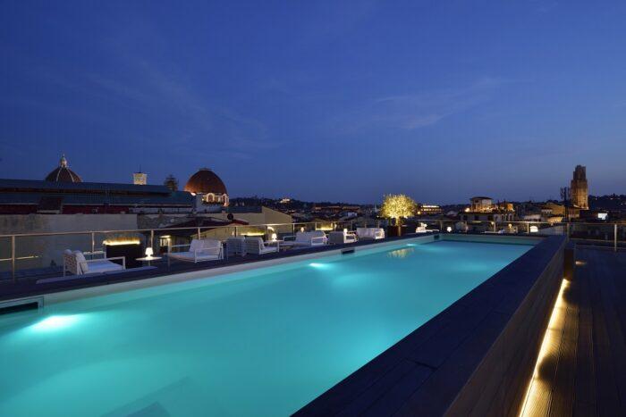 Pool Hotel Glance