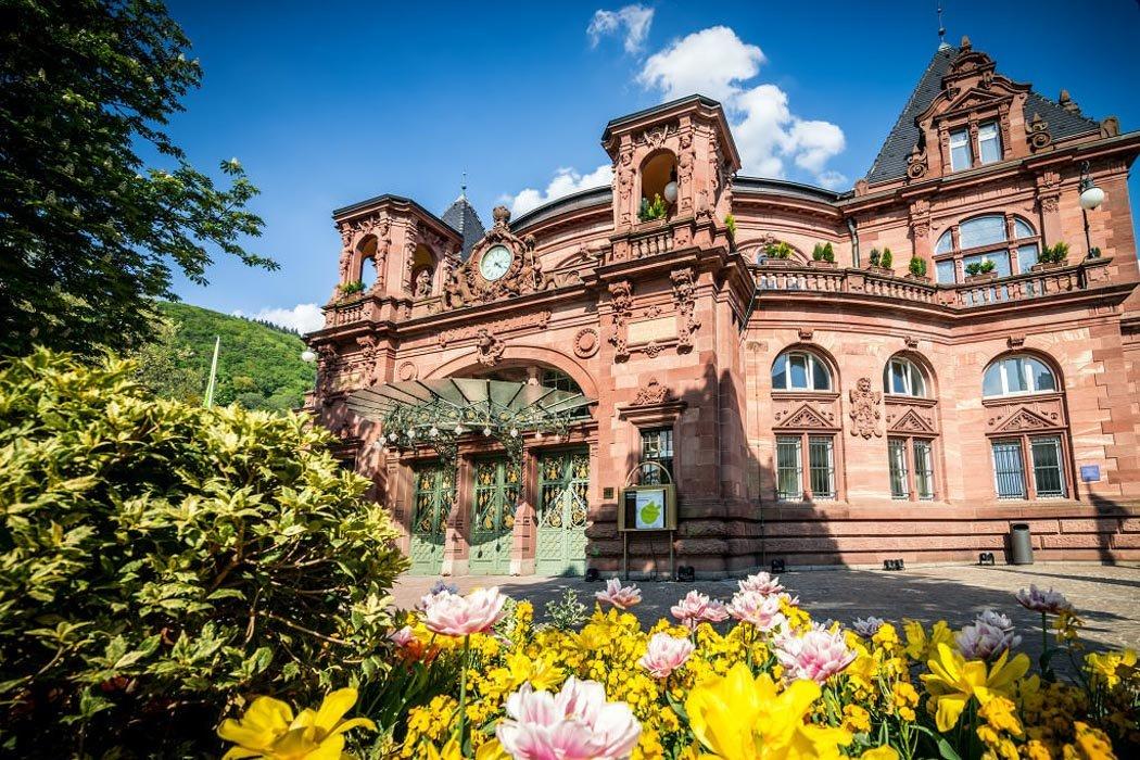 Der Eingang des Kongresshauses in Heidelberg