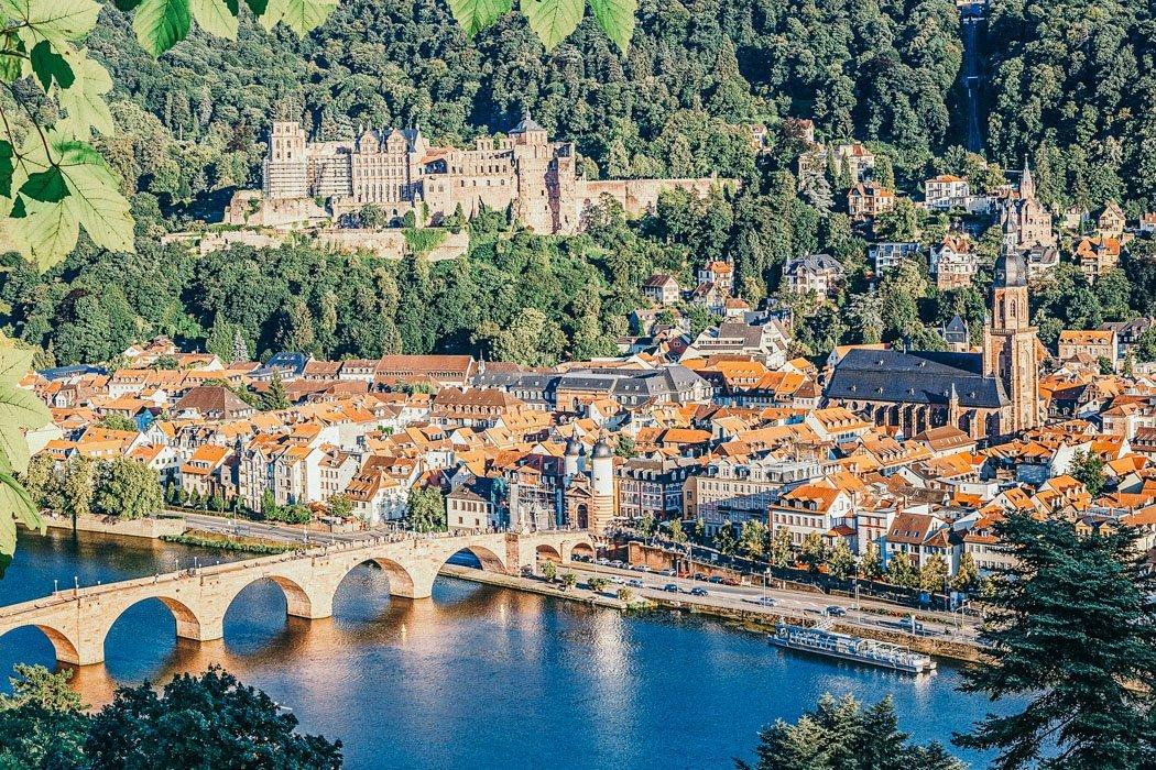 Blick auf den Königstuhl und Heidelberg