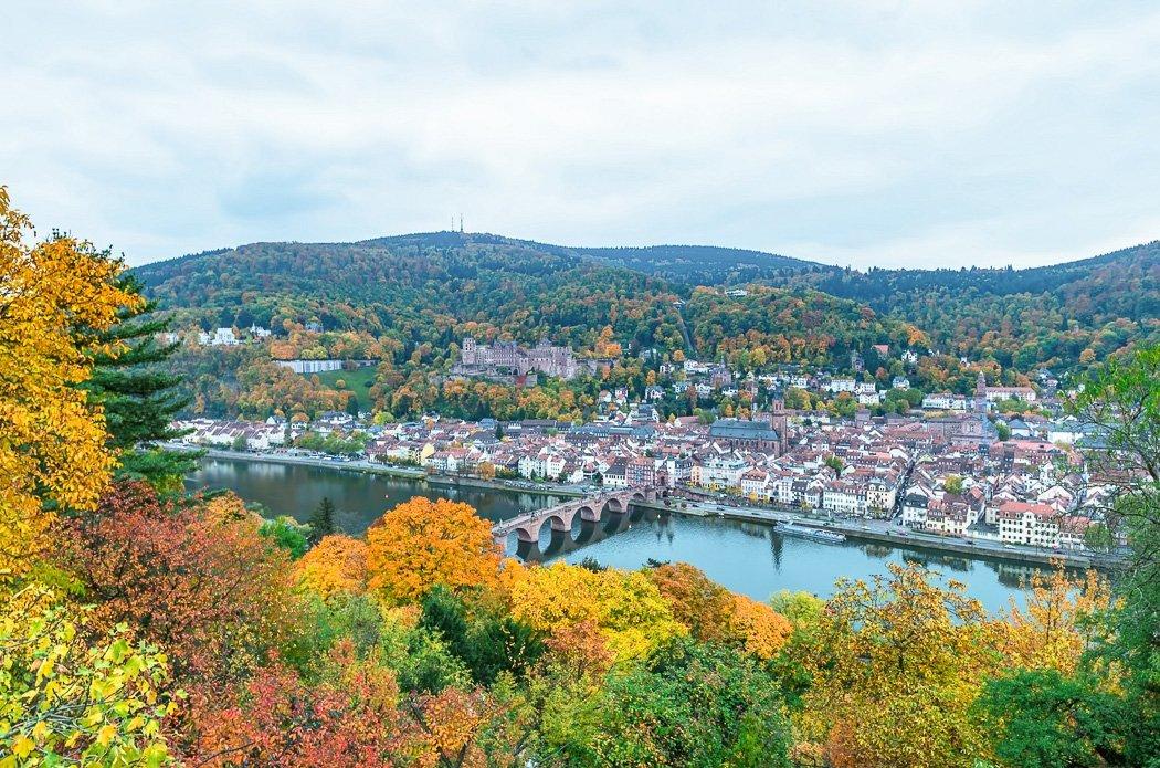 Blick über das herbstliche Heidelberg
