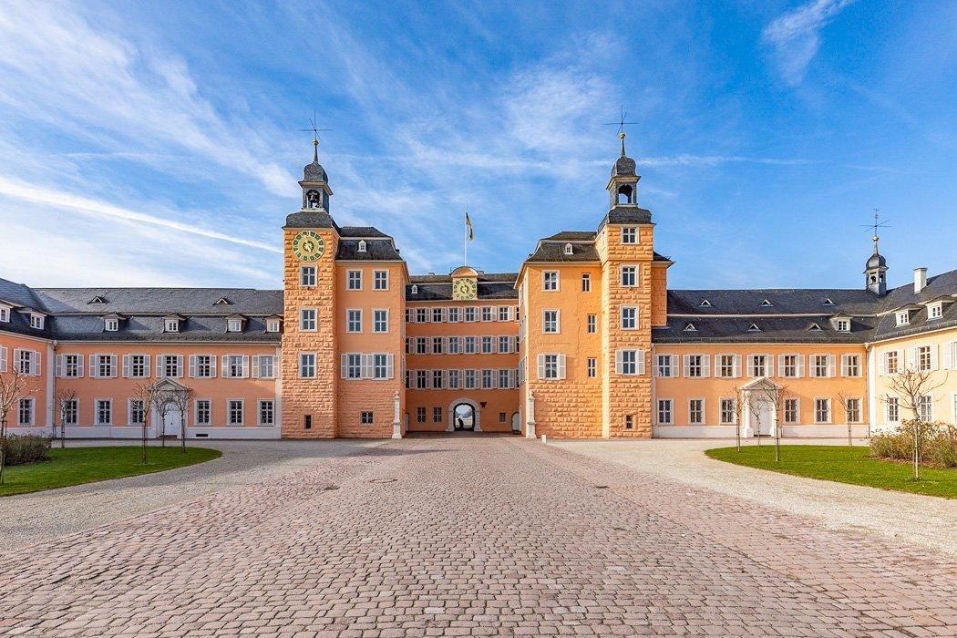 Der Eingang zum Schloss Schwetzingen