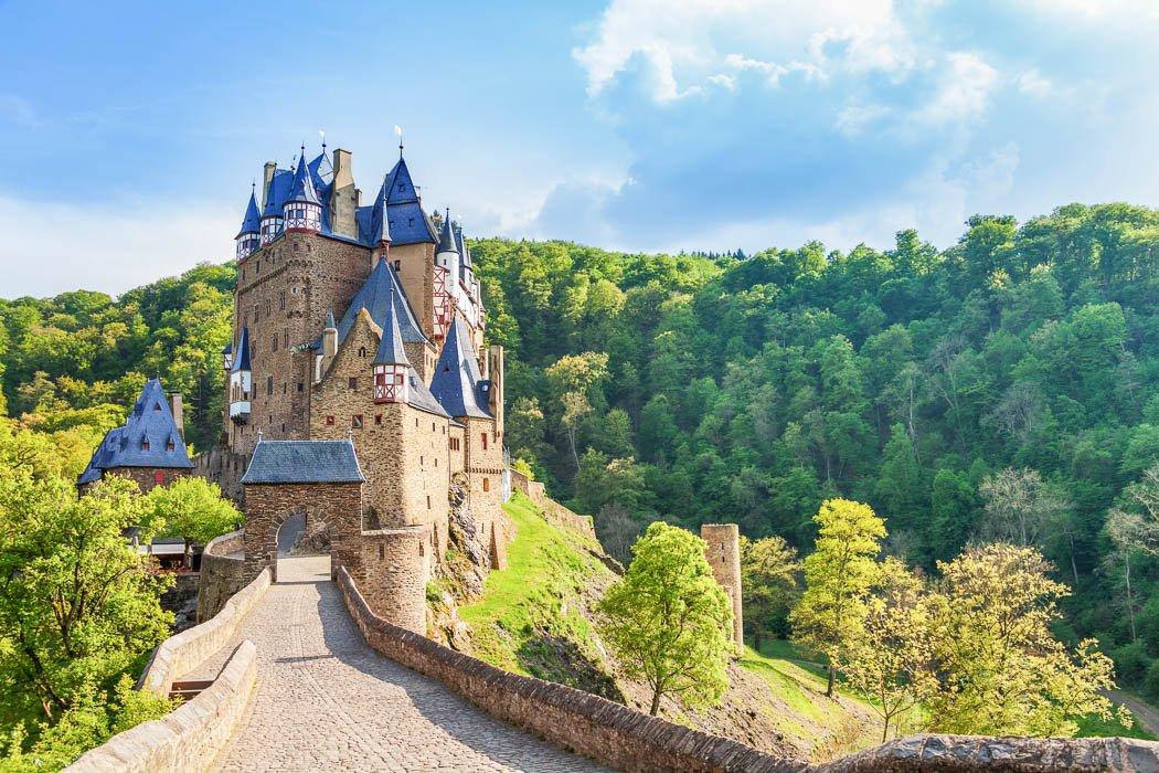 Blick auf den Eingang der Burg Eltz